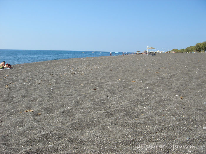 playa-negra-perissa-santorini