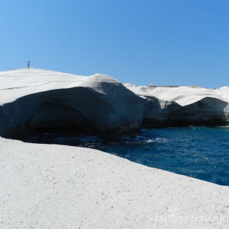 playa-sarakiniko-milos