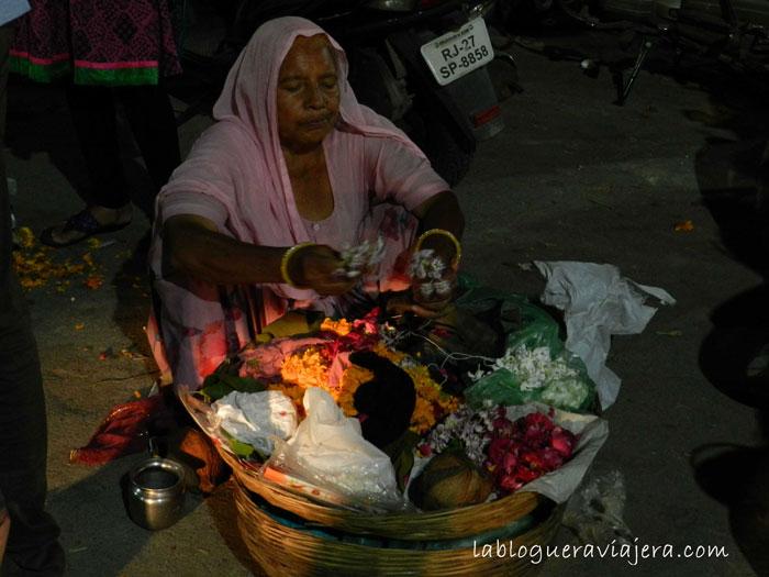 ofrendas-florales-templos-Udaipur-India