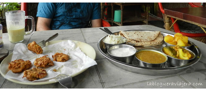 comer-lassi-thali-samosa-india