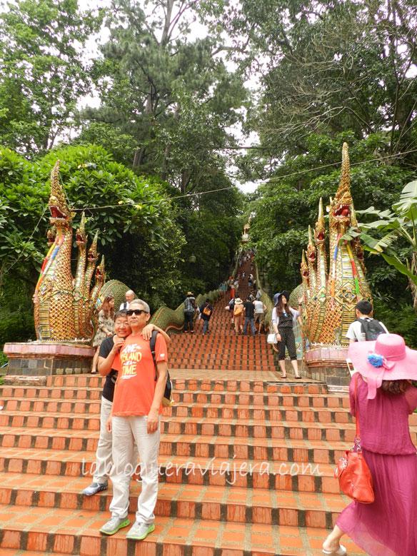 Escaleras-Doi-Suthep-Chiang-Mai-Tailandia