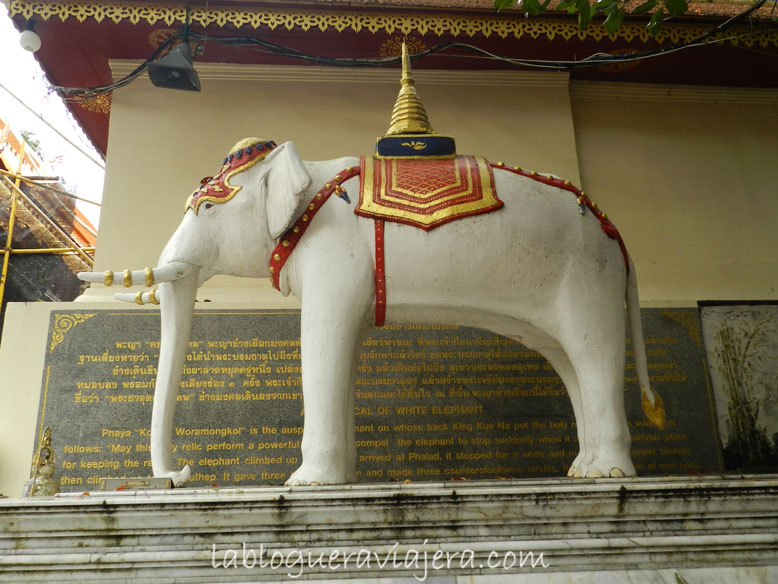 Estatua-elefante-blanco-Doi-Suthep-Chiang-Mai-Tailandia