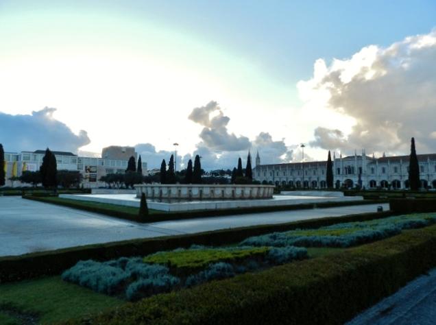 Praça-Imperio-Belem-Lisboa-Portugal