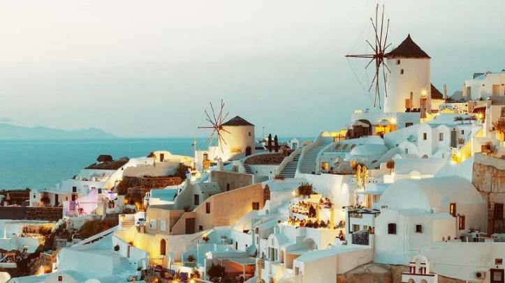 Vista de Oia, una ciudad de Santorini en las Islas Cícladas